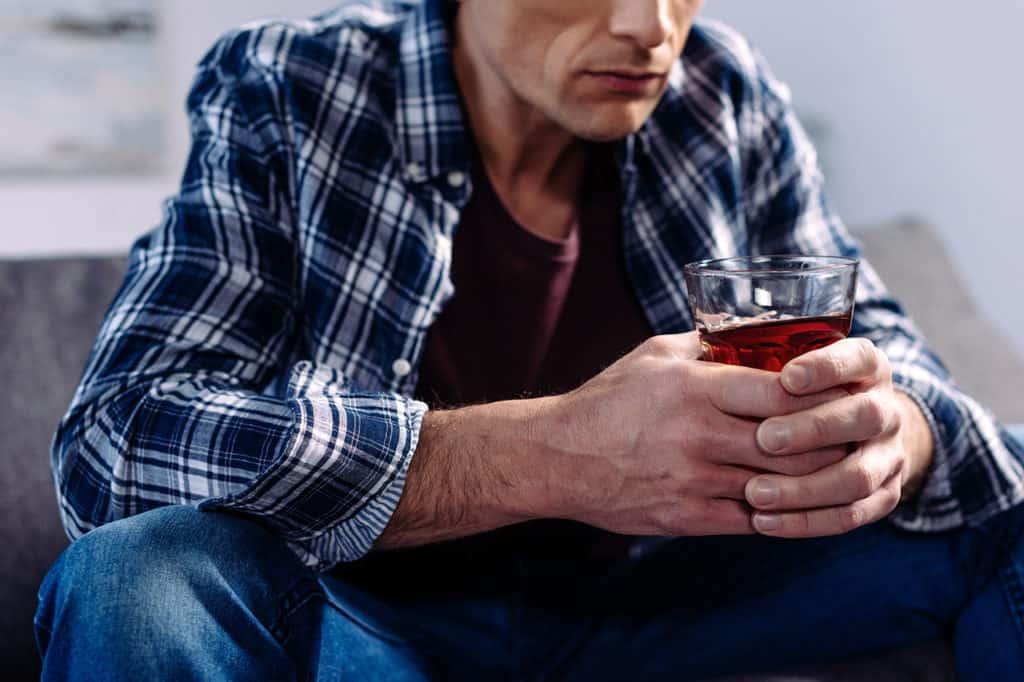 Признаки, симптомы и стадии хронического алкоголизма